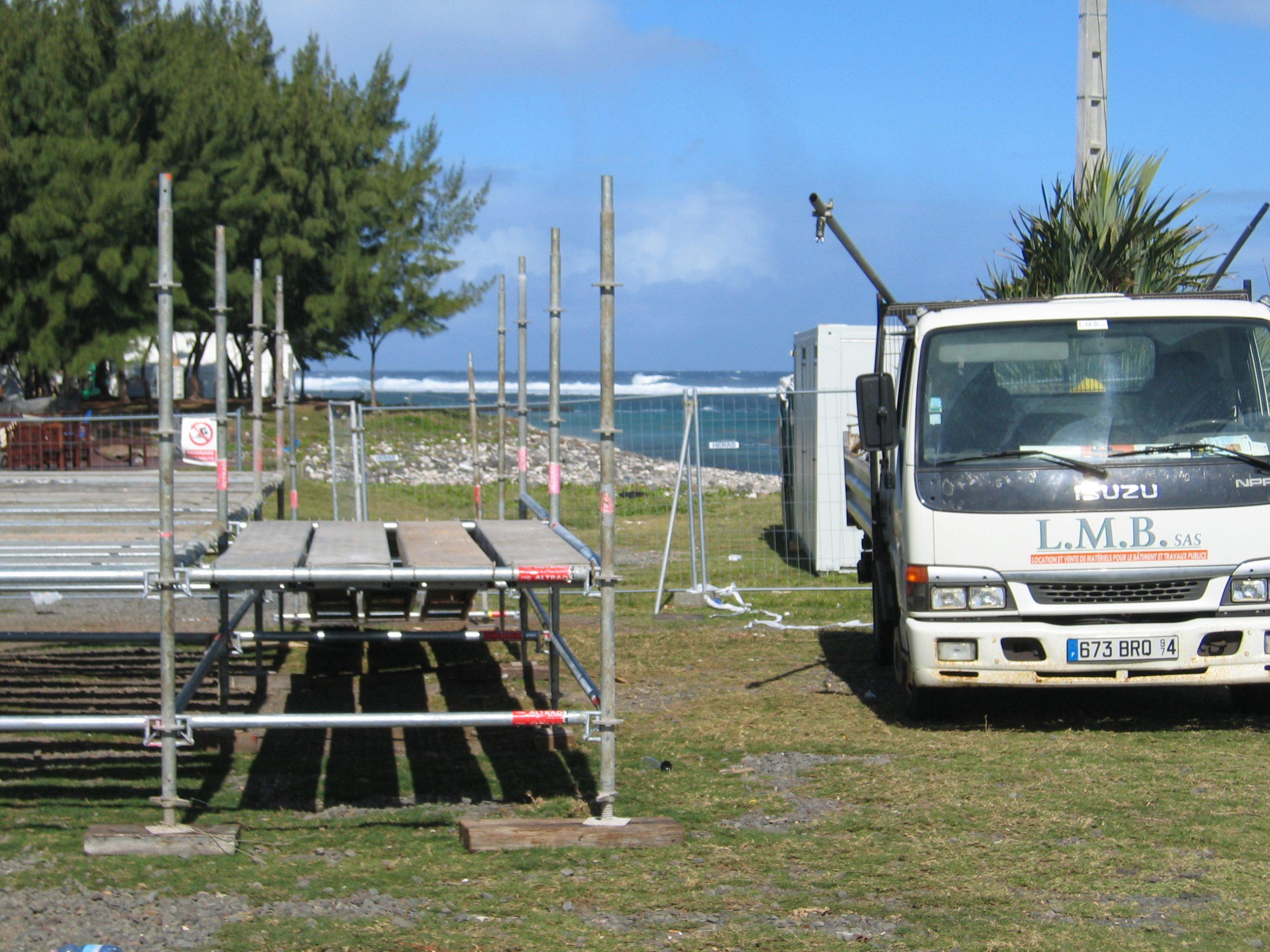 Echafaudages et tours d'accès loué pendant le Sakifo - LMB SAS